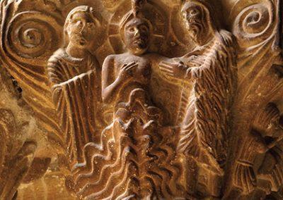 Baptisme de Jesús. Capitell ubicat a la galeria nord del claustre del monestir de l'Estany