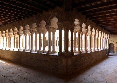 Galeria oest i galeria sud del claustre de monestir de l'Estany