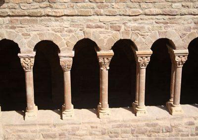 Capitells interiors de la galeria nord del claustre del monestir de l'Estany