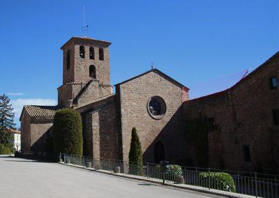 Façana i campanar de l'església de Santa Maria de l'Estany