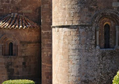 Detall de l'absis de l'església de Santa Maria de l'Estany