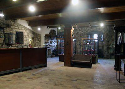 Sala d'orfebreria de l'exposició permanent del monestir de l'Estany