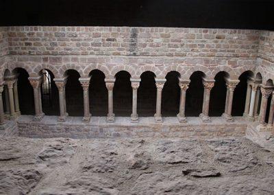 Columnes de la galeria nord del claustre de l'Estany